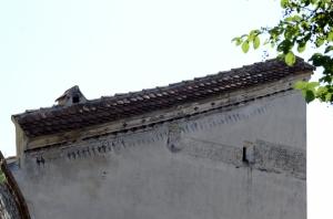 Wall with a Strange Shape