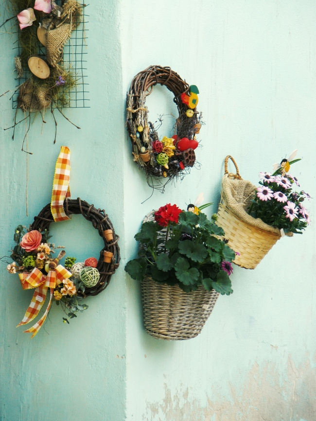 Wall Wreaths and Floral Decor